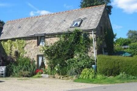 Fuchsia Cottage, 2 Bedrooms Sleeps 4 Rural Retreat - Plouguenast - 단독주택