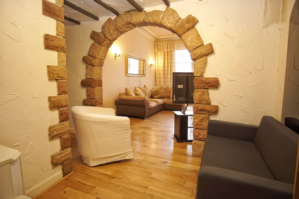 Original feature archway - perfect for photos!