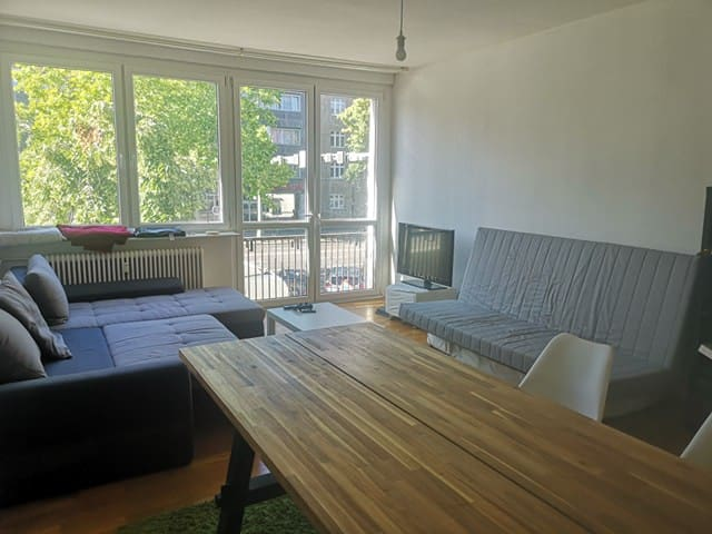 Sunny apartment in Charlottenburg for 6