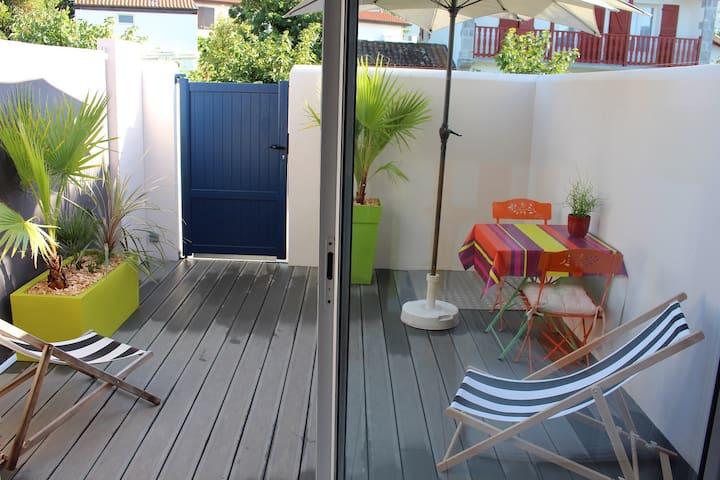 Studio indépendant, terrasse, proche plage
