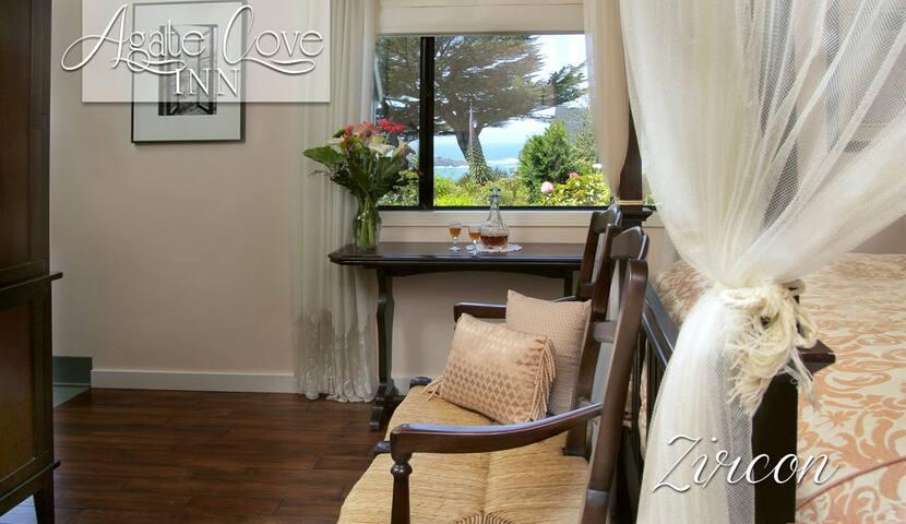 Zircon -Suite with Spa Bath