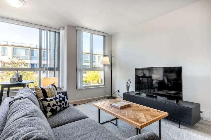 Lux North Beach Studio w/ Pool, Gym, Parking, nr. Muni, by Blueground