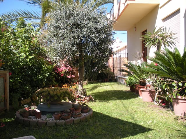 Nice and bright apartment with green courtyard - Tortolì - Daire