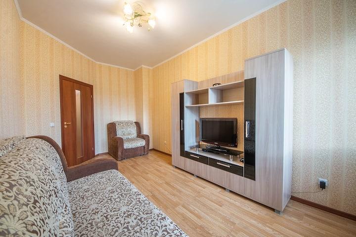 Уютная квартира у парка Сосновка, рядом с озерами.
