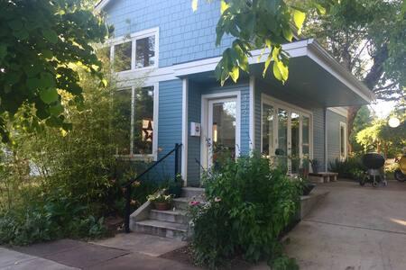 Modern Farmhouse In Woodstock - Portland - House