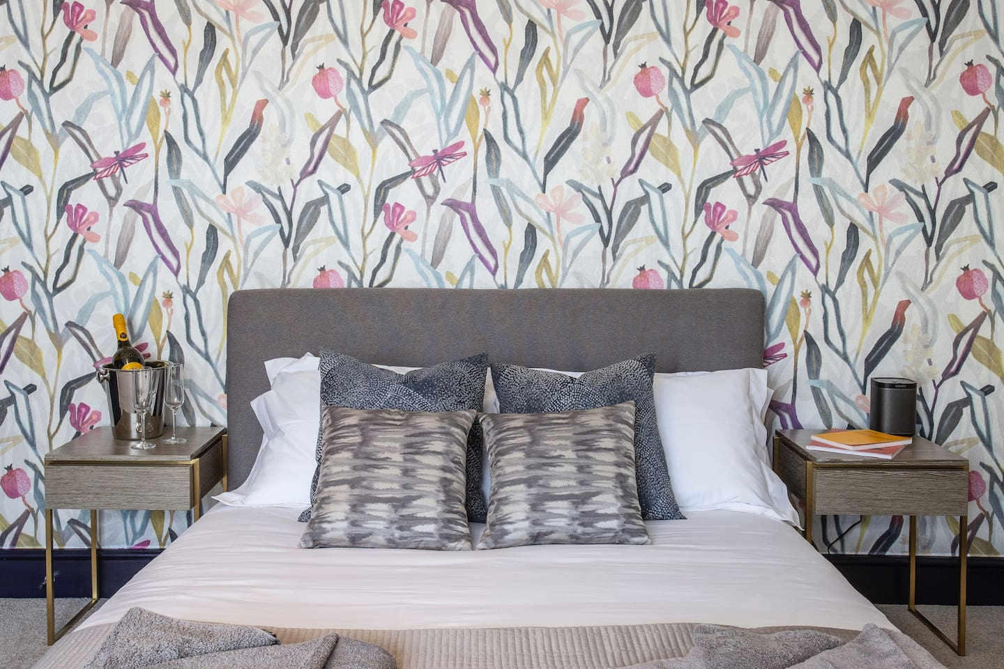 Tastefully decorated - a comfortable kingsize bed with crisp , white linen