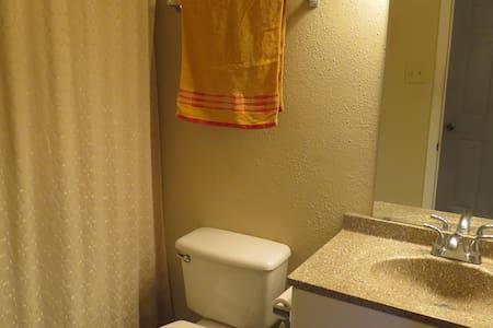 Convenient SoLa 1 bdrm apartment - Austin - Apartment