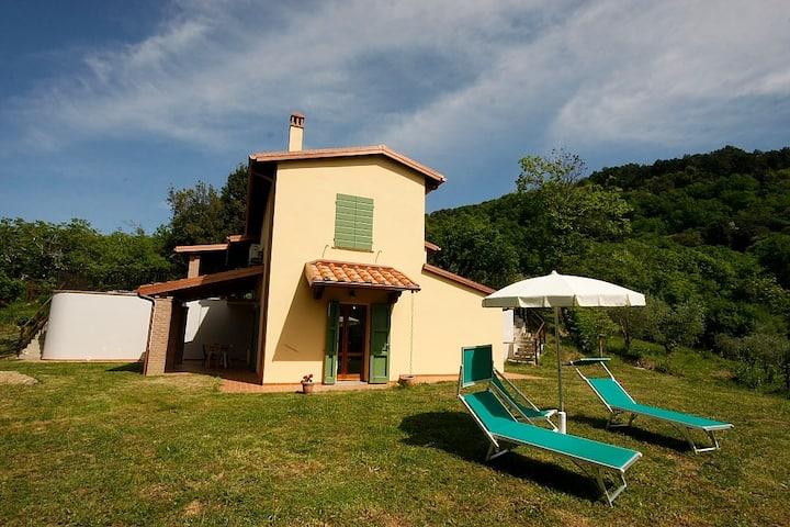 Agriturismo con Piscina sulle Colline Toscane