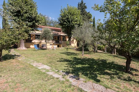 GIAGGIOLO IN VILLA...Calm, garden and easy parking