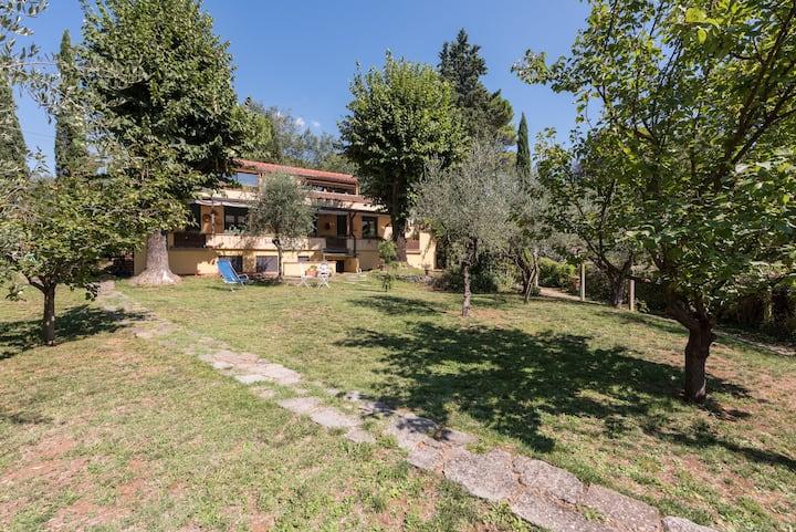 GIAGGIOLO IN VILLA...Calm, garden and easy parking