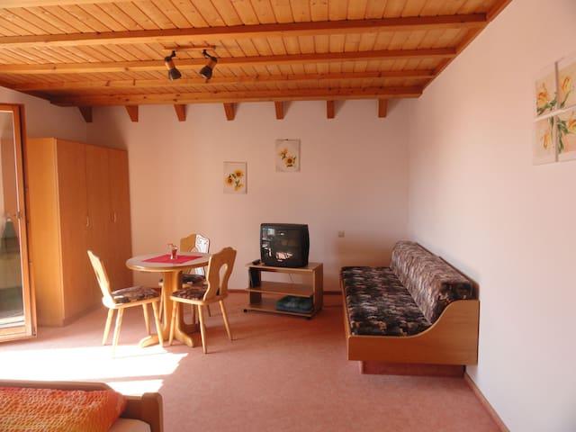 Gästehaus Bettina, (Sipplingen), Dreibettzimmer mit Dusche und WC