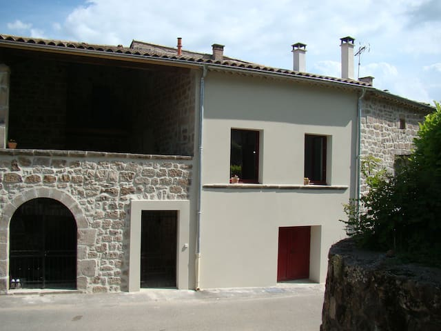 A Sanilhac, charmante maison de village