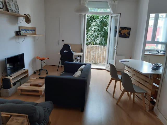Logement Centre de Bordeaux avec balcon