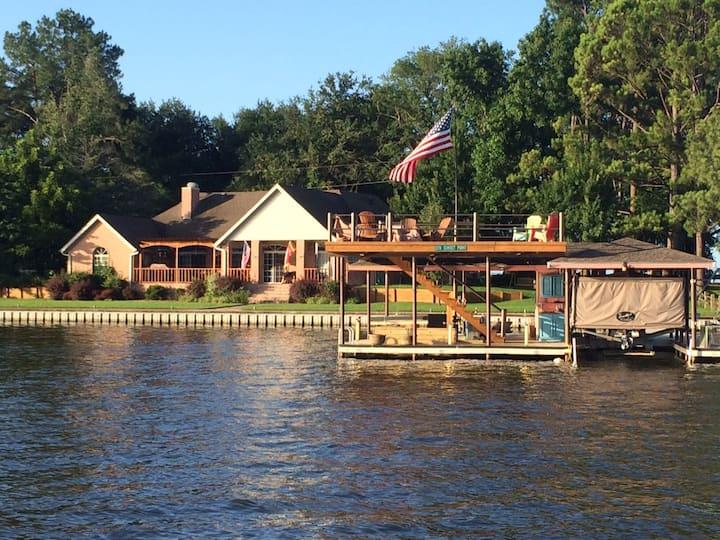 Luxury Destination w/ onsite boat/jet ski Rentals