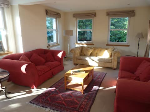 The Cupar House. Bright and spacious home/garden.
