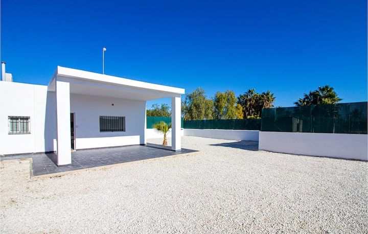 Stunning home in Elche with Outdoor swimming pool, WiFi and 2 Bedrooms