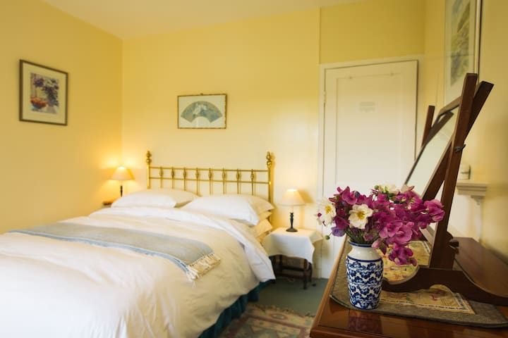 Knowles Farm House - Lawrenny - Bed & Breakfast
