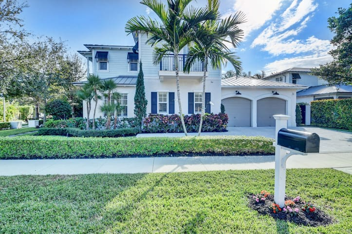 Luxurious Spacious Pool Home Downtown Delray Beach