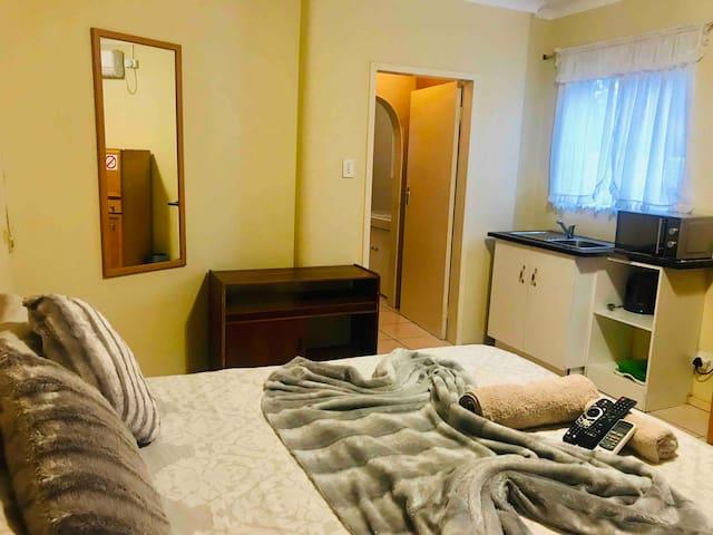 Tulip Studio Apartment- Ferndale, Randburg