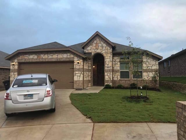 Quiet, lovely house near downtown and splash dayz!