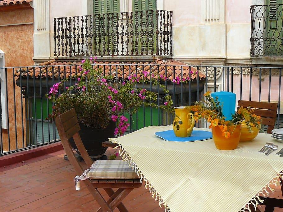 Una terrassa al centre de la vil·la!
