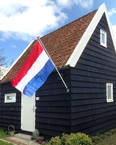 Rural, at the waterfront and close to Amsterdam - Oostknollendam - 통나무집
