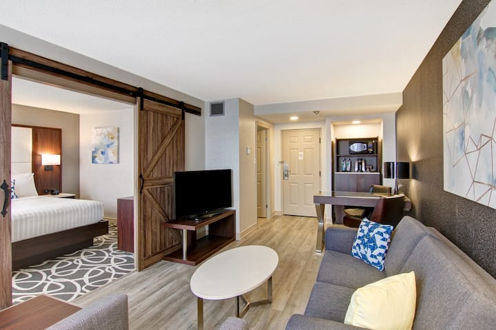 (YXU1K1) Modern Suite in the Heart of London