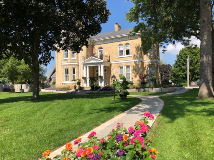 Hughson Hall Bed & Breakfast - (West Wing)