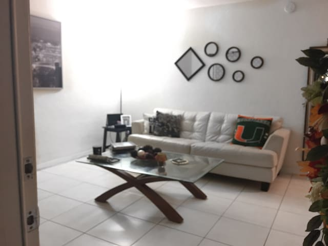 """The Cozy Palace"" at Dadeland - Miami - Apartment"