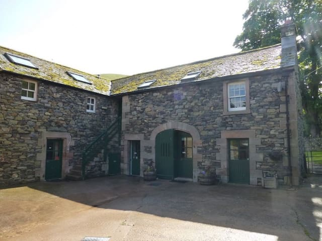 GRANARY COTTAGE, with a garden in Troutbeck Near Penrith, Ref 972589