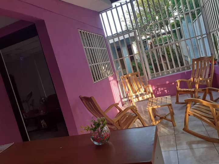 House in managua & shuttle all around Nicaragua