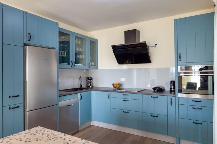 NY Suite near Split-Terraces w/Fabulous Sea Views
