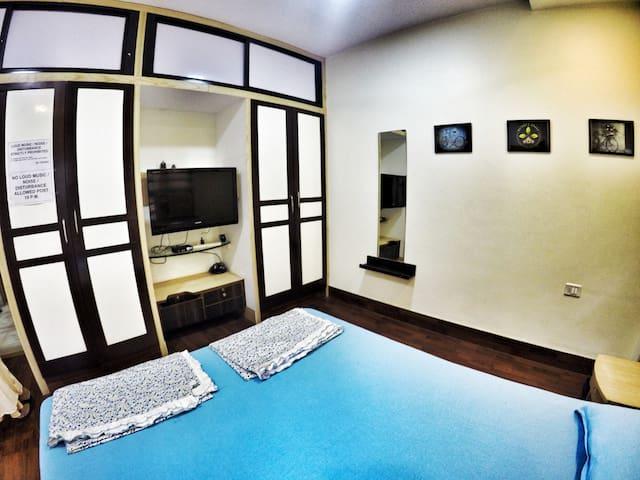 Cozy Poolside Bungalow Room - 1 (nr kalyani nagar)