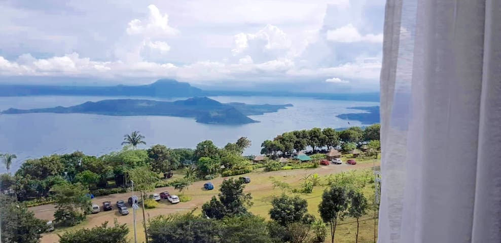 Sunquility 2 Queen Beds w Taal View - Netflix+Pool