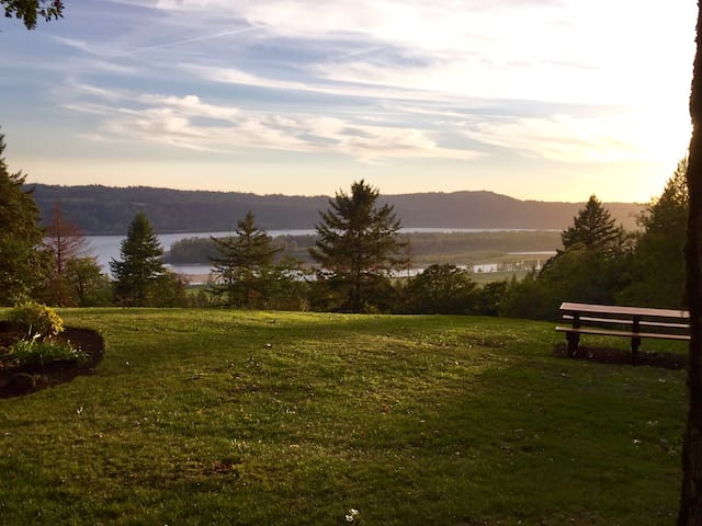 Columbia Gorge Farm, Lodging, Weddings and Events