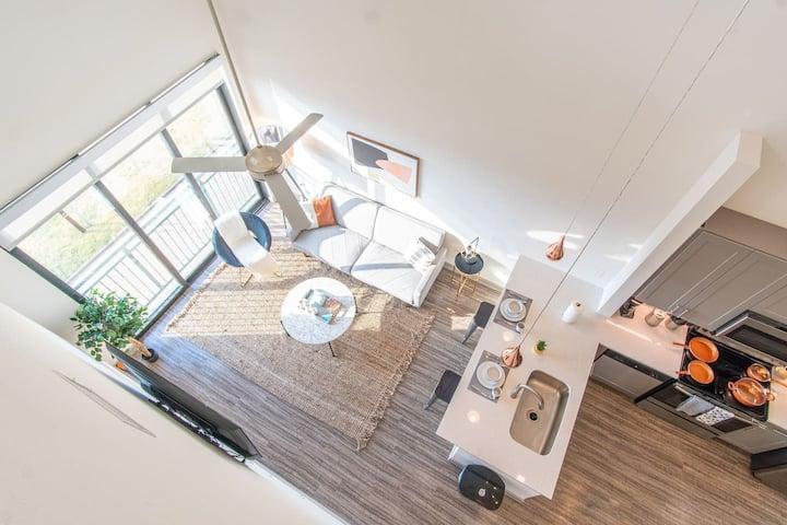 25 Ft Ceilings! Modern Loft | Parking + Gym A