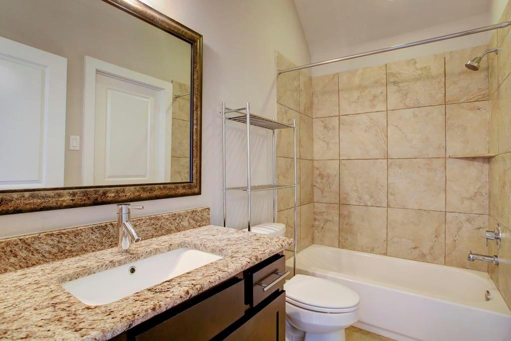Fourth Floor Bath