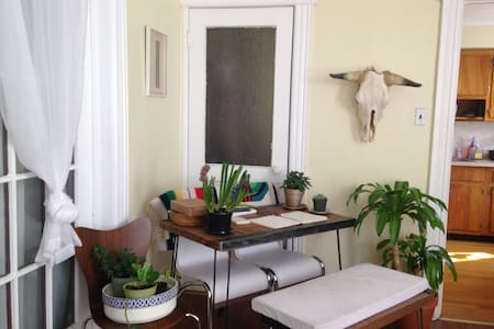 Bright, Spacious Vintage Apartment! - Appartamento