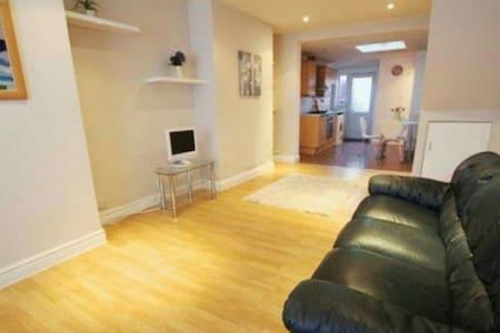 2 Bedroom House in Wavertree - Liverpool - Rumah
