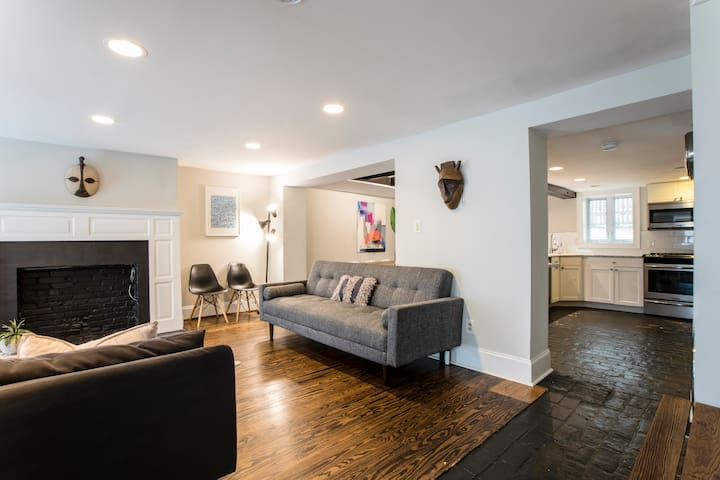 Modern Classic -Large 4 bedroom home in Georgetown