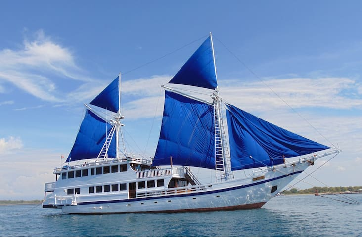 Lembongan Tour With Traditional Schooner