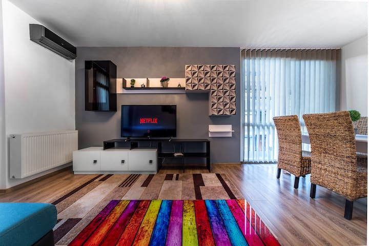 Spacious, fully equipped Condo in City Center