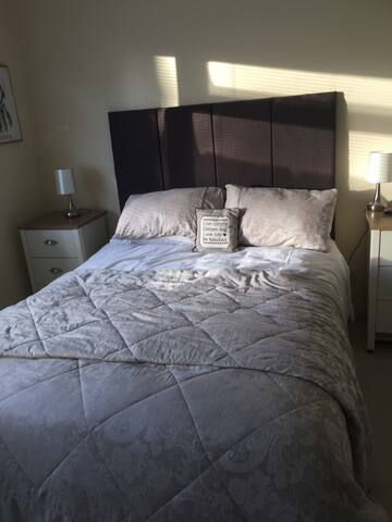 King size bed with Ensuite shower - Ashley Heath - Haus