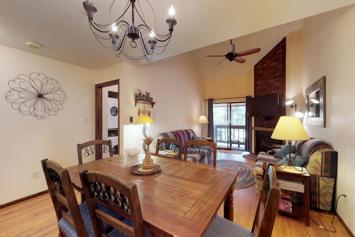 Dog-friendly condo w/great location near lifts & summer/winter activities