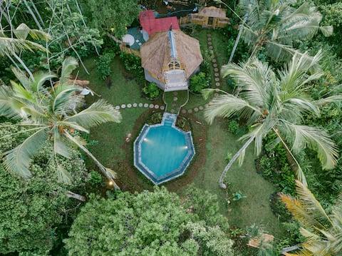 Kumbuh Jungle - Eco Bamboo-hjem med stort basseng