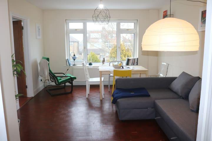 Cozy Double Room in Buckhurst Hill