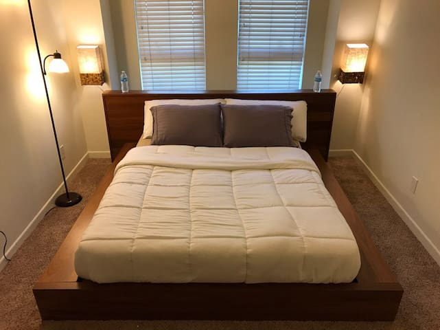 DELUXE ROOM WITH BATH SANTA MONICA! CLOSE TO OCEAN