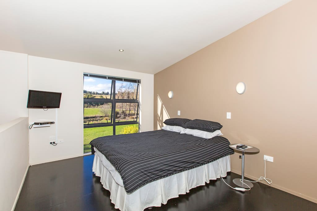 Bedroom #2 - Upstairs (Queen)