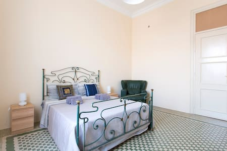 Guesthouse Gamalù, cozy elegant room in the center - Palermo - Bed & Breakfast