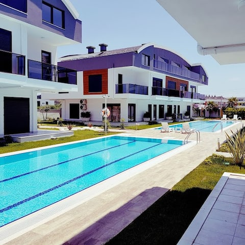 Luxe appartment with 2 pools and private garden